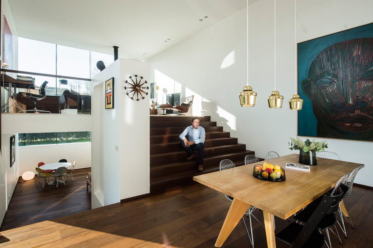 Een betonnen kubus als huis bekijk het interieur van ondernemer thomas moerman in 360 - Kubus interieurs ...